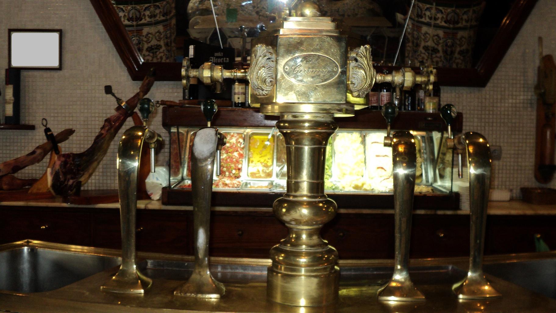 Grifo de cerveza el alminar de melilla for Grifos antiguos de pared
