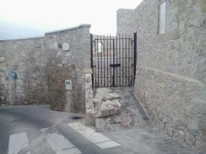 Batería Real, muro derrumbado