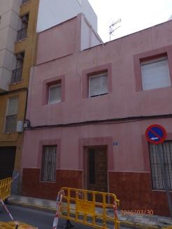 Casa agrietada, calle Sánchez Barcáiztegui