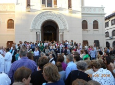 Fieles y público congregado