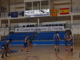 Pabellón y jugadores del Ciudad de Melilla