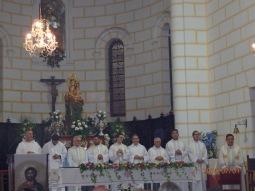 Vicario Roberto Rojo y clero oficiante