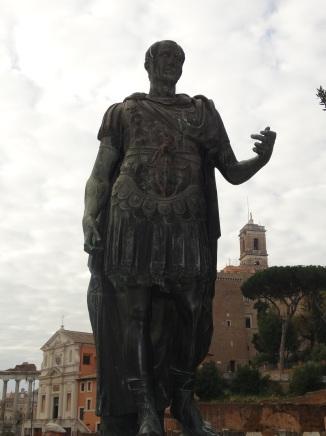 Estatua de Julio César en Roma