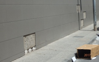 Losas caídas de la fachada