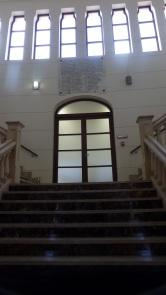 Escalinata y placa de Damas fundadoras