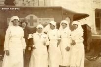 Carmen Angoloti y damas enfermeras