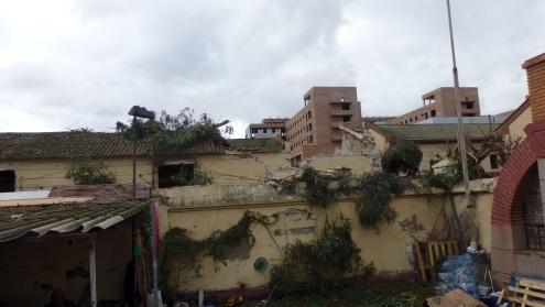 Pabellón y uralita destruidos