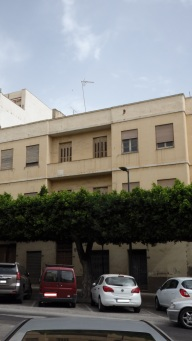 Edificio vacio, calle Carlos de Arellano