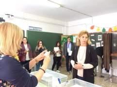 Gema Aguilar votando