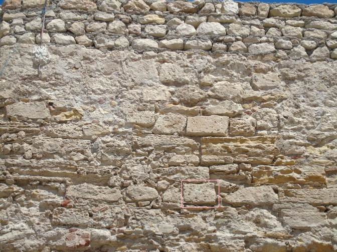 La piedra en la muralla