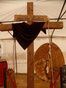 Cruz y piedra del sepulcro