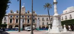 Ayuntamiento y monumento de Los Coloraos